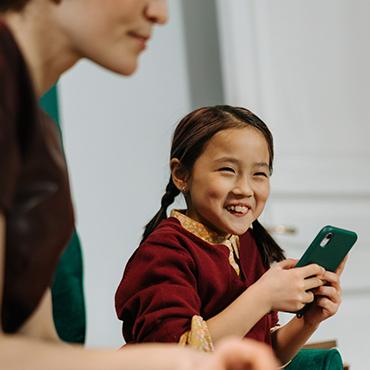 Aider l'enfant à se détacher des écrans : le panier à écrans